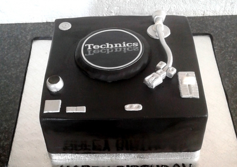 Technics Turntable Cake